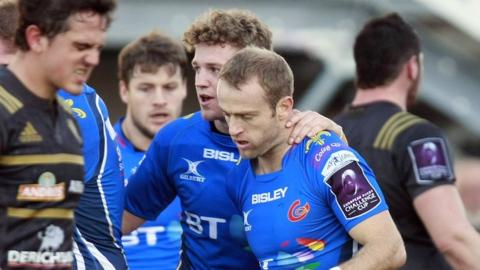 Sarel Pretorius is congratulated by Angus O'Brien after scoring for Newport Gwent Dragons in Brive