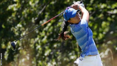 Wie, three back, in the hunt for her second major