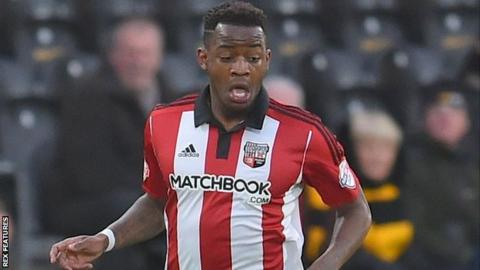 Clarke signs new Brentford contract
