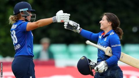 Lauren Winfield (left) and Tammy Beaumont