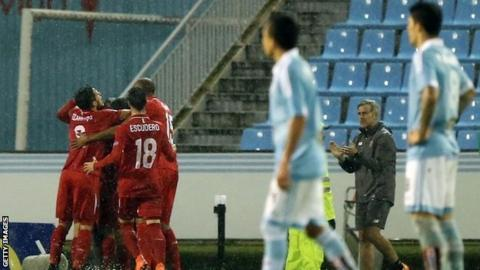Sevilla celebrate scoring at Celta Vigo