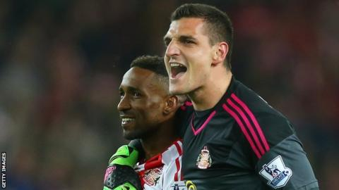 Vito Mannone and Jermain Defoe