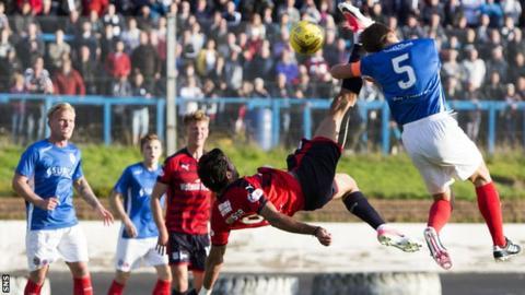 Sofien Moussa scores