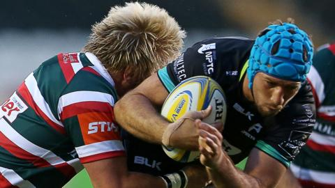 Justin Tipuric is tackled