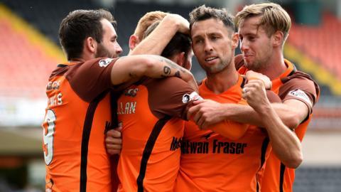 Dundee United's Scott McDonald (second right)