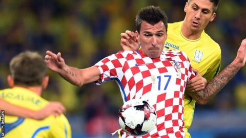 Croatia rout Greece 4-1 to close in on World Cup