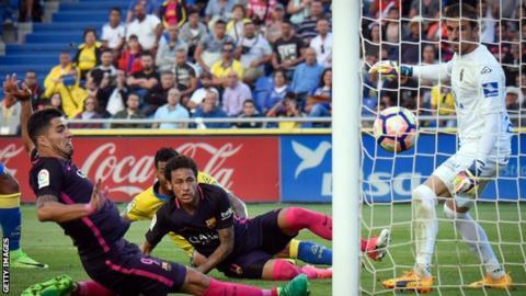 Barcelona beat Las Palmas