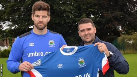Kris Bright with Linfield manager David Healy