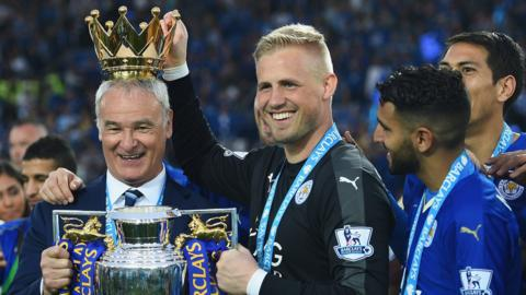 Ranieri and Schmeichel lift the PL trophy