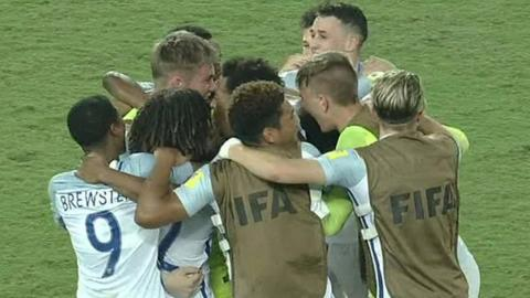 England hold nerve to reach U17 quarter-finals