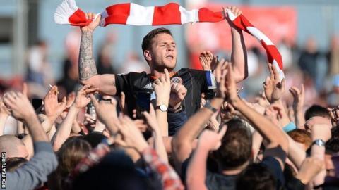 Billy Sharp celebrates Sheffield United's promotion