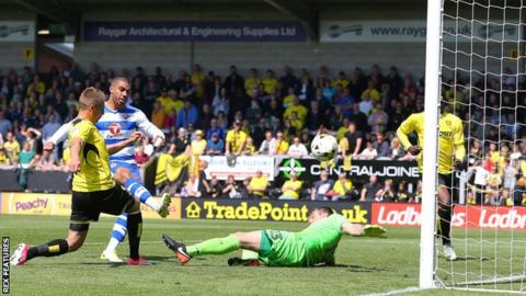 Lewis Grabban scores for Reading