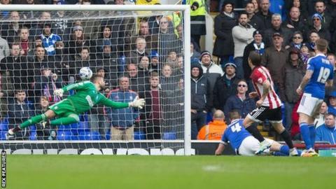 Brentford midfielder Sam Saunders