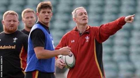 Robert Howley gives instructions at Wales training in New Zealand in June, 2016