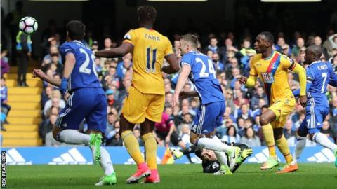 Christian Benteke puts Palace 2-1 ahead