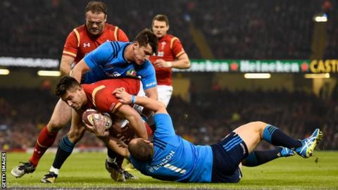 Rhys Webb scores a try for Wales against Italy