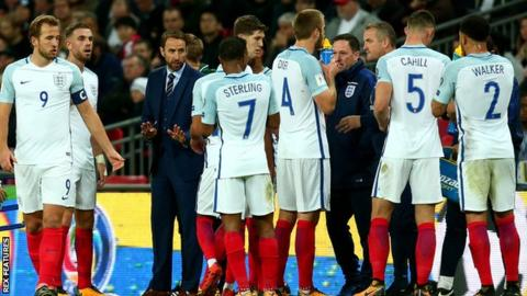 Gareth Southgate talks to his England players