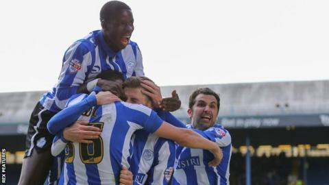 Sheffield Wednesday players celebrate Gary Hooper's opening goal against Cardiff