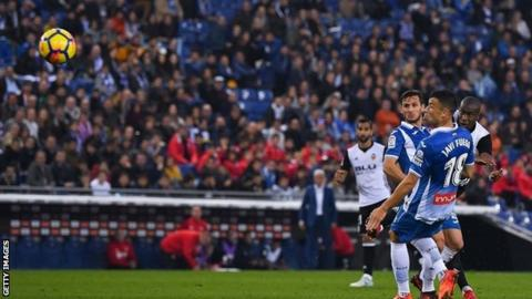 Valencia win at Espanyol to stay in touch with leaders Barca