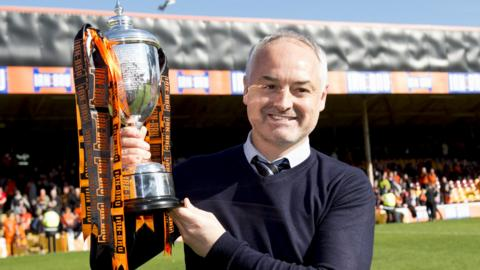 Dundee United manager Ray McKinnon with the Challenge Cup