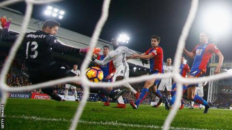 Paul Pogba puts Manchester United ahead against Crystal Palace