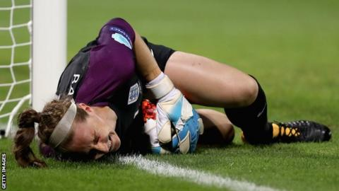 England keeper Bardsley out of Euros with broken leg