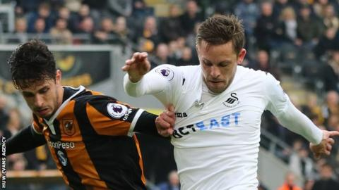 Gylfi Sigurdsson of Swansea City holds off Andrea Ranocchia in March 2017