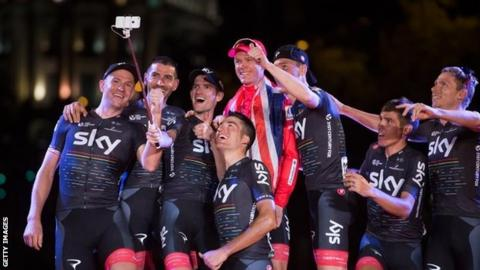 Chris Froome (centre) with his Team Sky team-mates