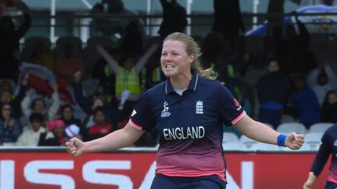 Shrubsole bowls Mandhana in second over
