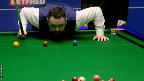 World Championship: Stephen Maguire beats Rory McLeod 13-3 to reach quarters