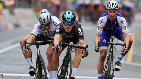 Michal Kwiatkowski (centre) edges out Peter Sagan and Julian Alaphilippe