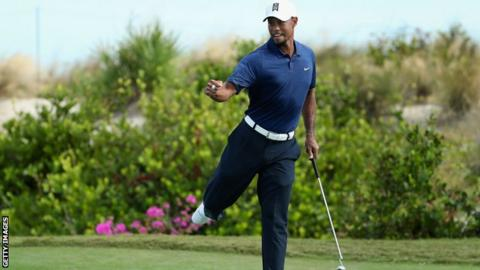 Woods starts fast again, struggles at finish in Hero event
