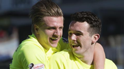 Hibernian's Jason Cummings and John McGinn celebrate