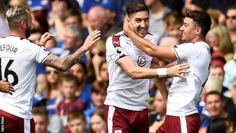 Stephen Ward signs new two-year deal with Burnley