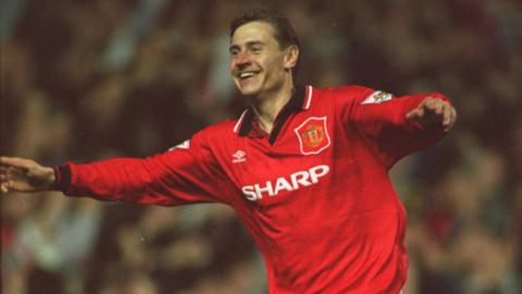 Andrei Kanchelskis of Manchester United celebrates