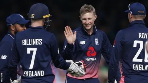 Joe Root (centre) celebrates a wicket