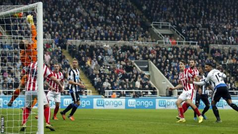 Jack Butland tips a Jamaal Lascelles header over his crossbar