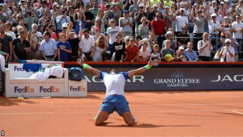Rafael Nadal on his way to defeating Fabio Fognini