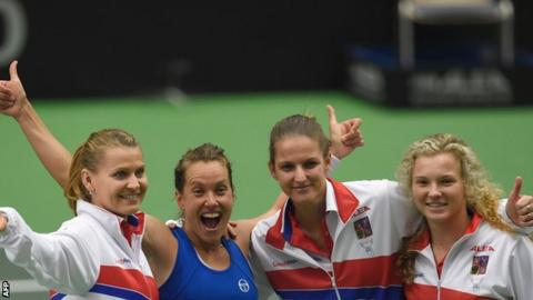 Czechs make Fed Cup semifinals with 3-2 win over Spain