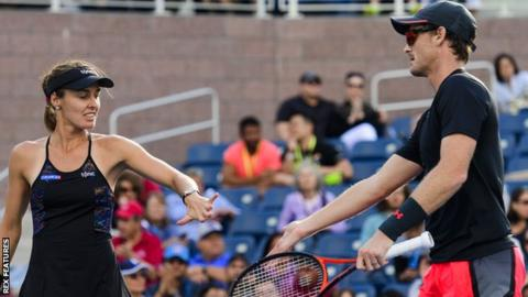 Hingis and Murray remain undefeated, win the US Open