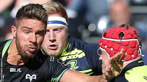 Rhys Webb takes on Leinster