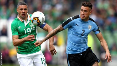 The Republic of Ireland's Jonathan Walters battles with Uruguay's Jose Gimenez