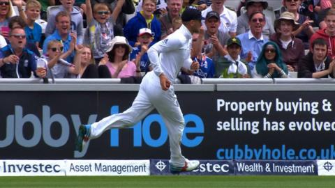 England v Pakistan: Wahab caught as Pakistan bowled out for 198