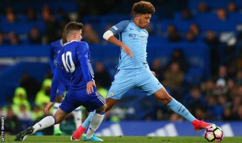 Manchester City youngster Sancho joins Dortmund