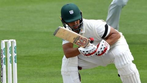 Brett D'Oliveira completed his second Championship century of the season for Worcestershire