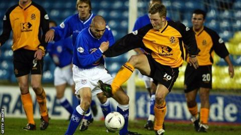 Tom Youngs playing for Cambridge United against Millwall in 2003