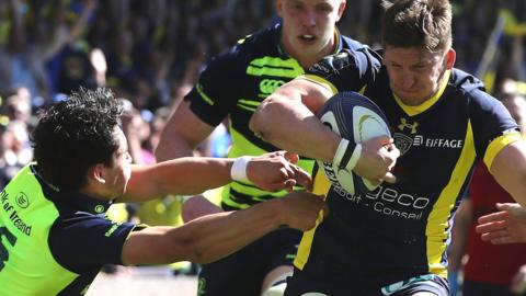 Dave Strettle scores a try for Clermont