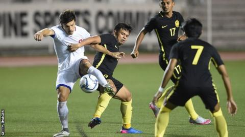 Ahmad Hazwan Bakri (right) of Malaysia vies for the ball with Misagh Bahadoran of the Philippines