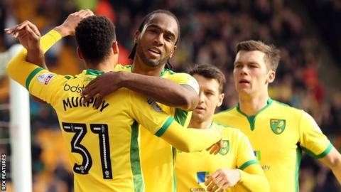 Cameron Jerome (centre)