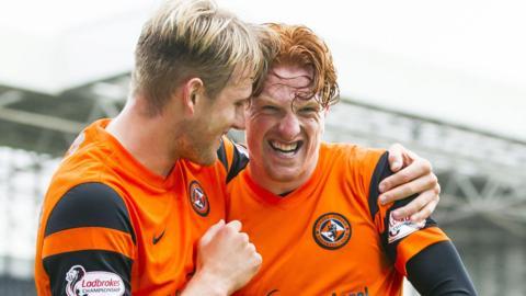 Dundee United celebrate Simon Murray's opening goal